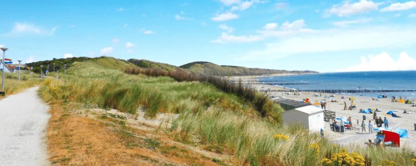 Duinen met strand in Zeeland